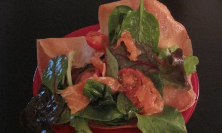 Salade croquante au saumon fumé
