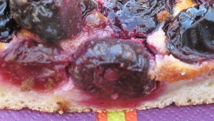 tarte cerises avec noyauxxx c'est bien meilleur tu sais !