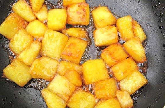 Ananas au caramel et pourquoi pas flambé.