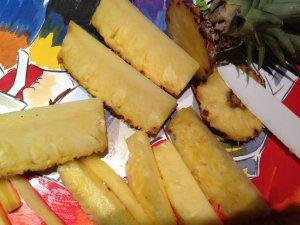 Ananas découpé en quartier