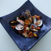 jolie plat de coquillage agrémenté d'une rouille