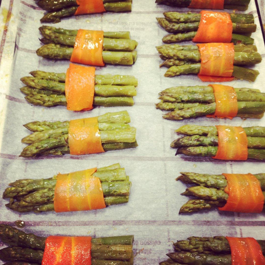 j'adore cette idée culinaire du fagot d'asperges