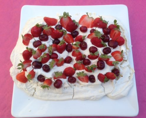 dessert meringue fruits rougges