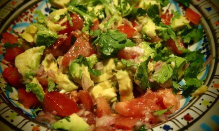 Salade de tomate, avocat et coriandre