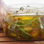 bocaux de gousses a'il à huile d'olive