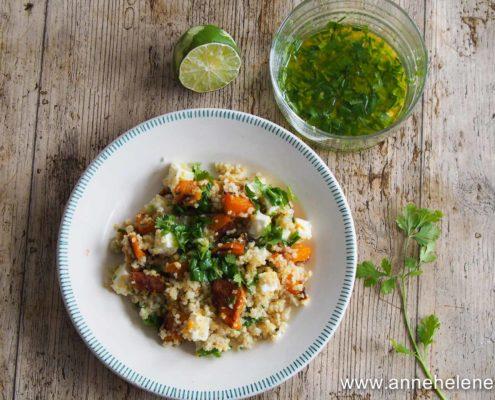 Salade de quinoa, courge buternut avec de la fêta