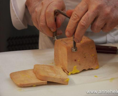 Découpe du foie gras à la lyre