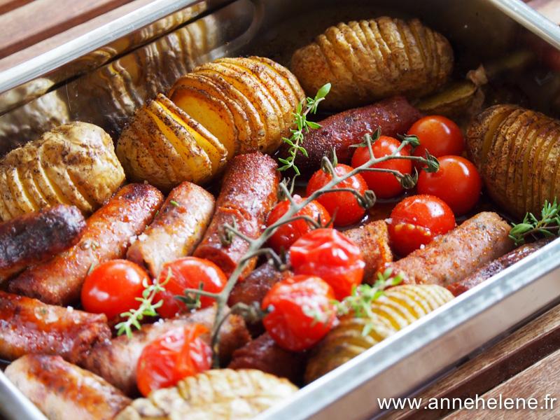 saucisse grillée et tomates au four