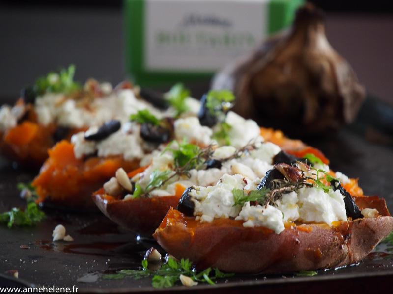 Patates douces rôties  ail noir et fromage de chèvre frais